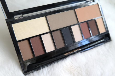 recensione Ultra Eye Contour Light & Shade Palette makeup revolution