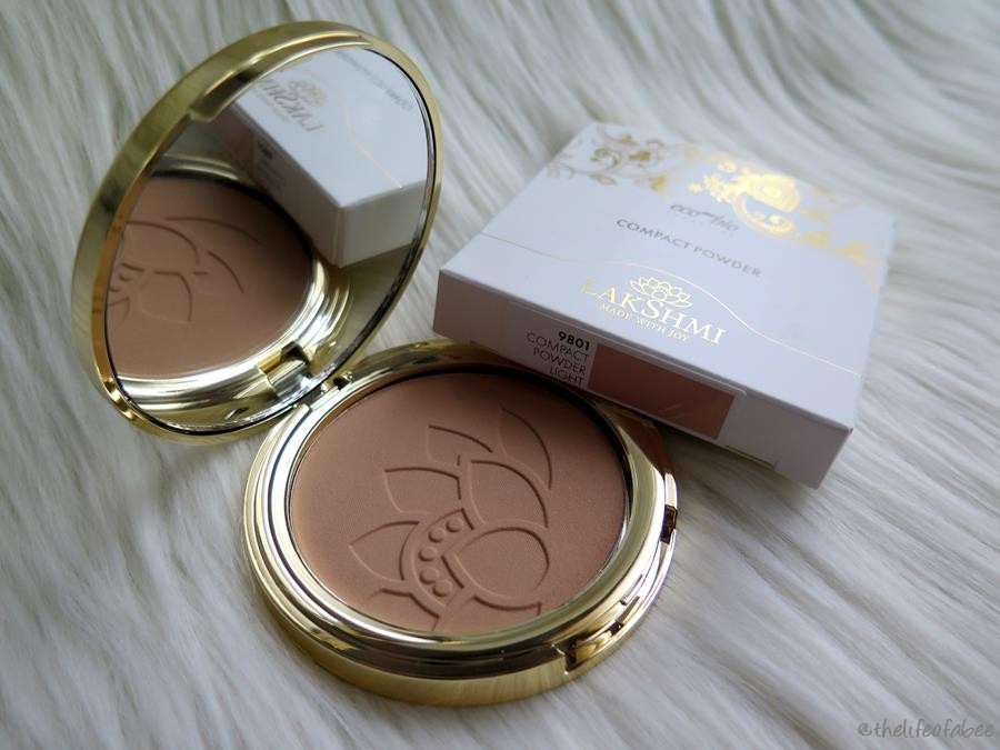 lakshmi recensione swatch cipria compact powder light