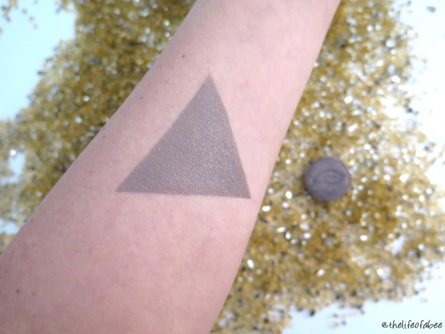 purobio cosmetics ombretto 19 grigio intenso swatch review