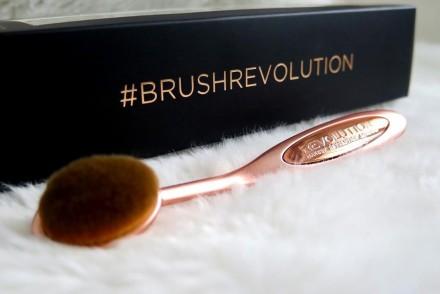 recensione Oval Cheek Pro Precision Brush Makeup Revolution