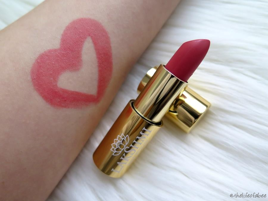 lakshmi recensione swatch rossetto coral bay